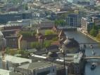 Das Bode-Museum vom Fernsehturm aus gesehen: Blick auf das Bode-Museum und die Spree aus einer Höhe von 200 Metern vom Berliner Fernsehturm aus.